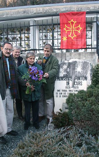 Au cimetière de Fraïsse, près de la tombe de Fontan